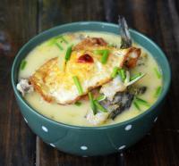 荷包蛋炖黄骨鱼的做法