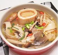 牛棒骨菌菇汤的做法