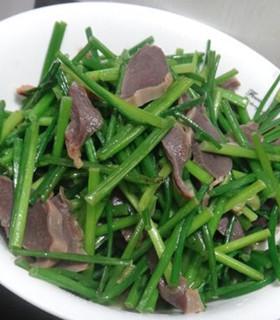 蒜苔炒鸡肾的做法