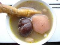 家常眉豆花生煲鸡脚汤的做法