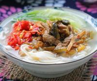 湖南小吃:酸辣牛肉米粉的做法