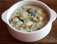 皮蛋牡蛎粥的做法