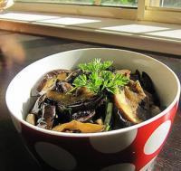 紫苏蒜头豆豉炒茄子的做法