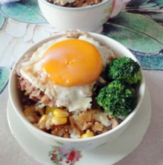 冬菇肉饼窝蛋饭的做法