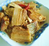 腊鱼腐竹烧五花肉的做法