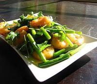 虾仁XO酱炒蒜苔的做法