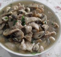 肉片炒双菇的做法