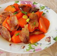 胡萝卜炒香肠的做法