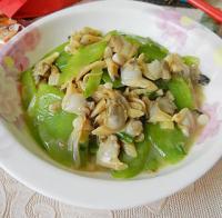 莴笋片炒花蛤肉的做法