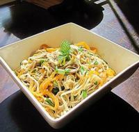 金针菇海蜇拌荞麦面的做法
