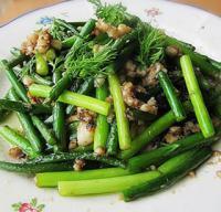鱼片炒蒜苔的做法