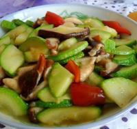 香菇炒西葫芦的做法