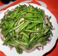 芦蒿炒肉丝的做法