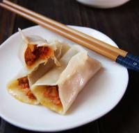 辣白菜锅贴的做法