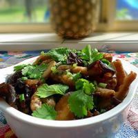 冬菇木耳焖鸡脚的做法