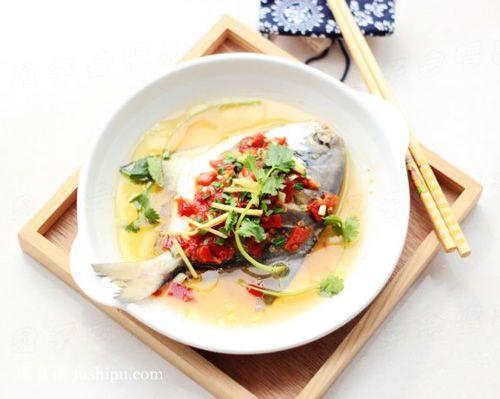 剁椒蒸鲳鱼的做法 jushipu.com
