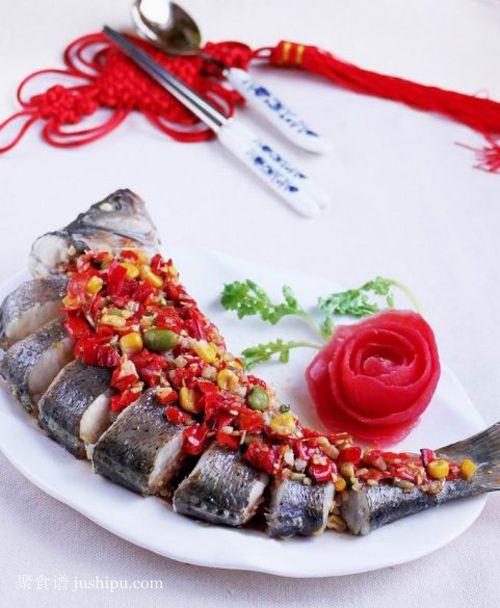开胃荤菜 香辣豆豉蒸鲈鱼的做法