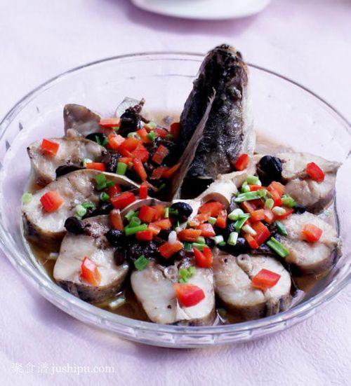 鲈鱼与豆豉的绝佳搭配 香辣豆豉蒸鲈鱼的做法 jushipu.com