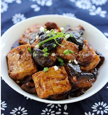 豆腐烧香菇的做法 jushipu.com