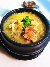 石锅酸菜大骨汤的做法
