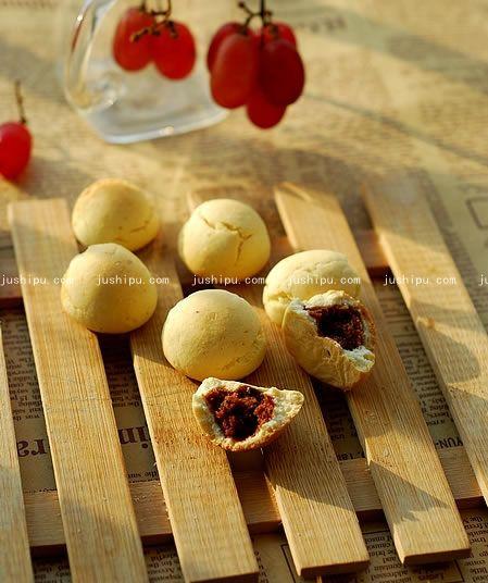 豆沙蛋奶小馒头的做法 jushipu.com