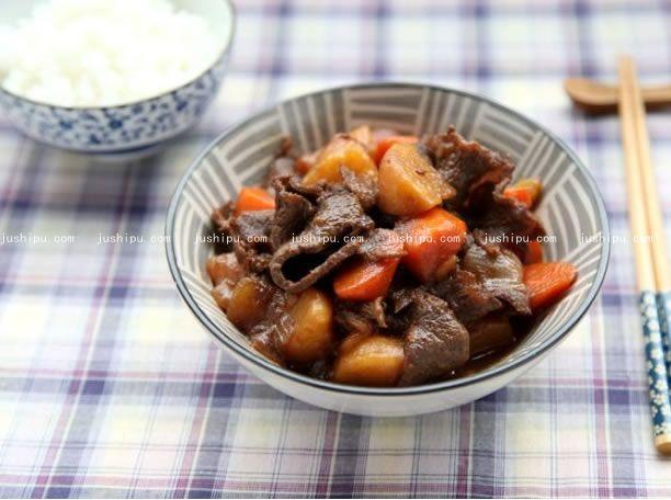 牛肉煮土豆的做法 jushipu.com
