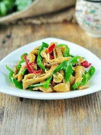 家常菜青椒炒肥肠的做法