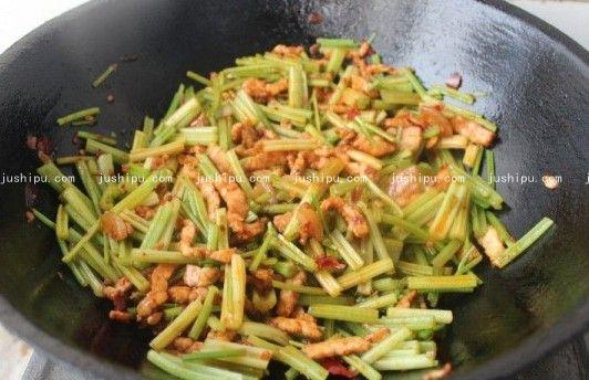 肉炒香芹的做法 jushipu.com