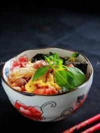 番茄鸡蛋荆芥汤面的做法