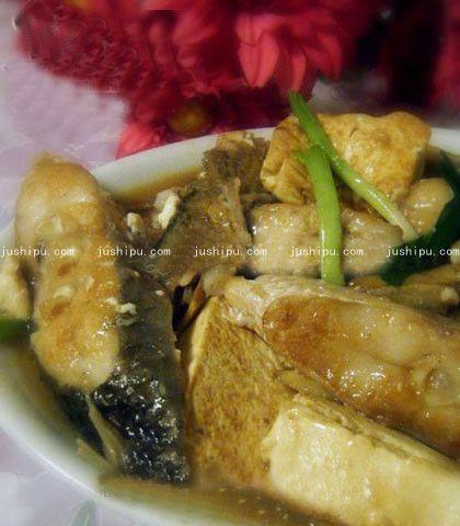 豆腐烧鱼的做法 jushipu.com
