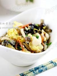菌菇炒蛋的做法
