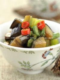 茄子青椒炒豇豆的做法