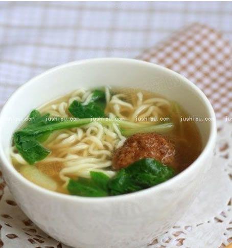 肉圆青菜面的做法 jushipu.com
