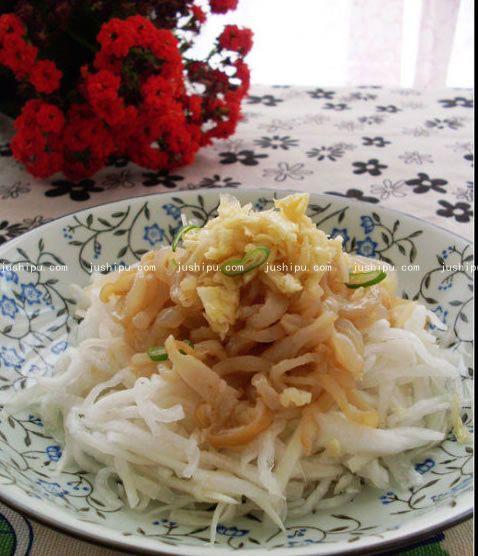 蒜泥海蜇萝卜丝的做法 jushipu.com