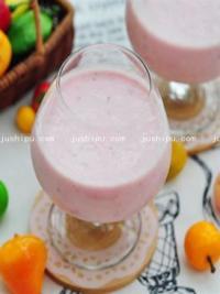 草莓蜜汁奶昔的做法