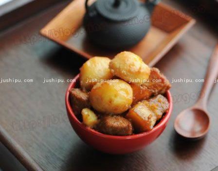 蜜汁土豆炖肉的做法 jushipu.com
