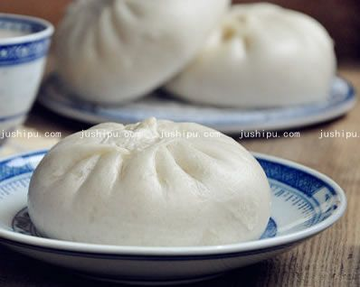 莲藕大肉包子的做法 jushipu.com